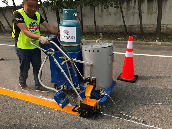 [Image: slef-propelled-road-marking-machine-1.jpg]