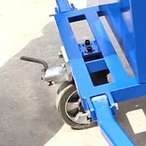 Lockable rear caster